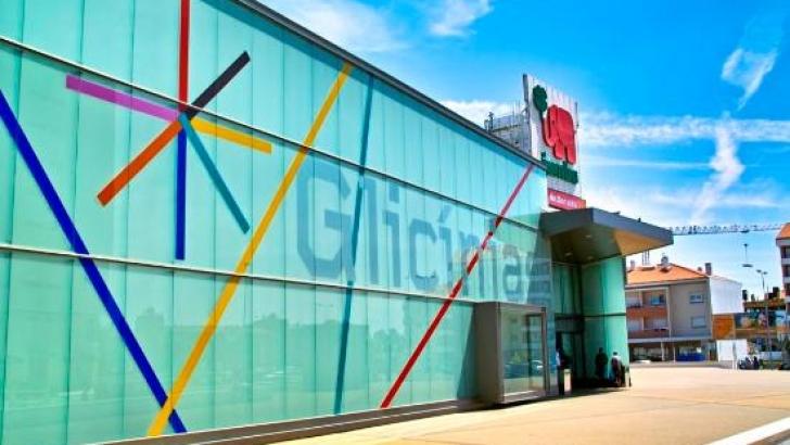 fd8679edacd Centro Comercial Glicínias recebe Campanha 'Stock Off''. | TerraNova